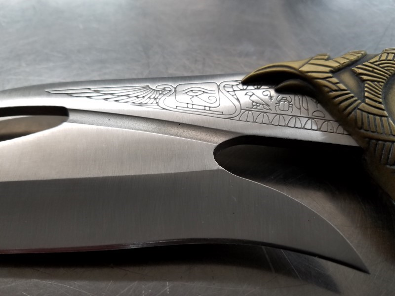 """UNITED CUTLERY HORUS EGYPTIAN KNIFE """"FALCON"""" WITH STAND"""