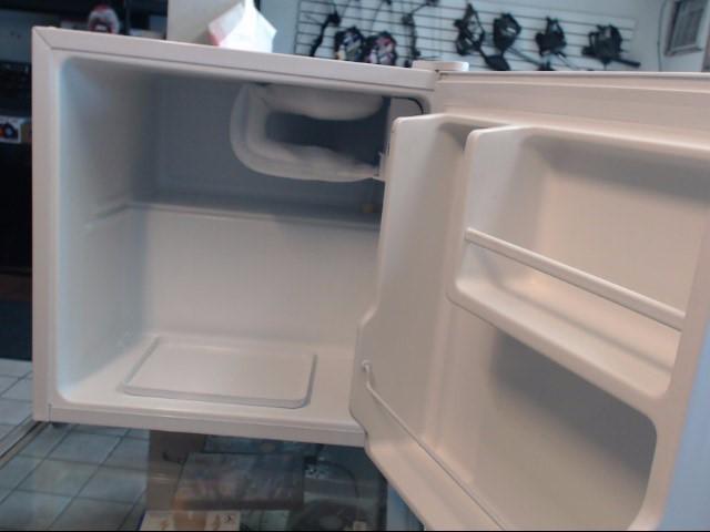 EMERSON Refrigerator/Freezer CR175W