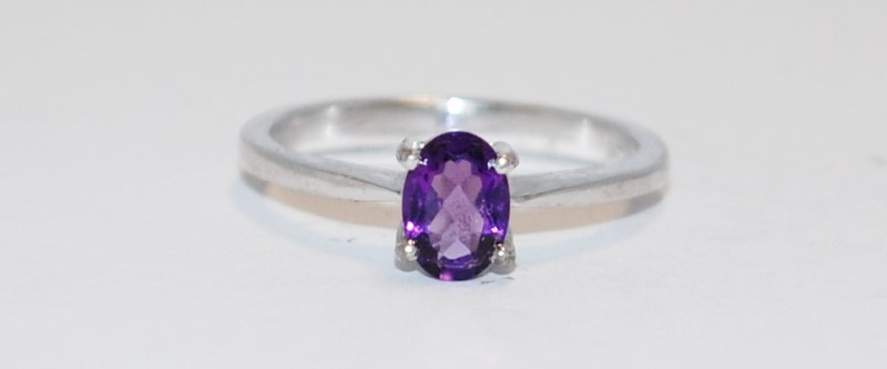 WOMEN'S OVAL CUT PURPLE STERLING SILVER AND STONE RING