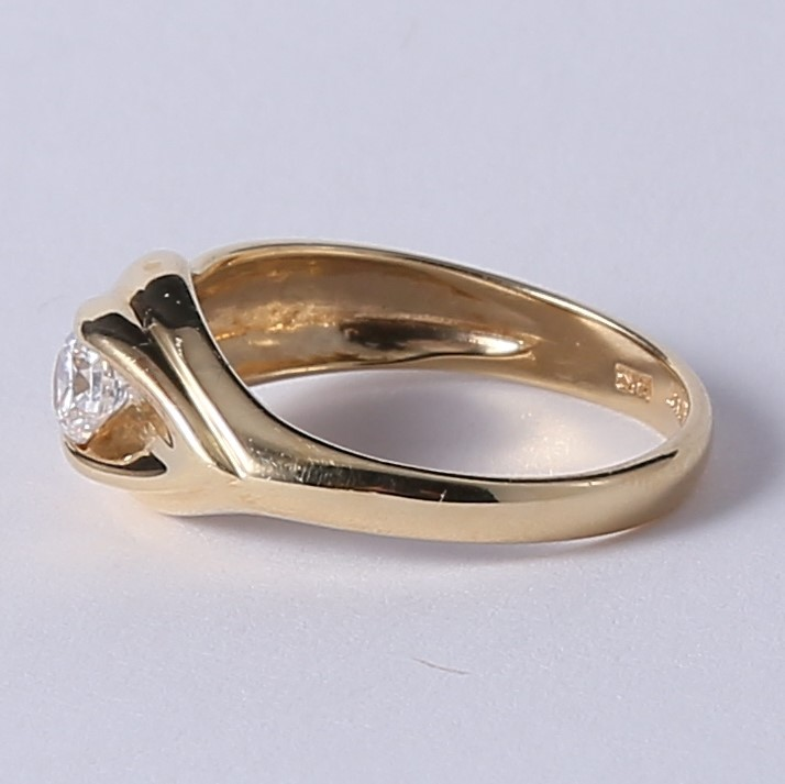 Unique Swirling 14K Yellow Gold Round Cubic Zirconia Ring Size 6.75