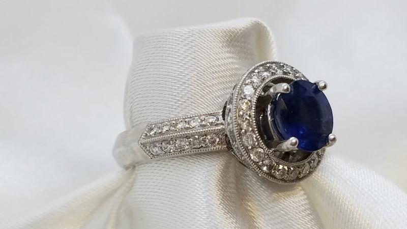 Lady's Platinum-Diamond Halo & Saphire Ring