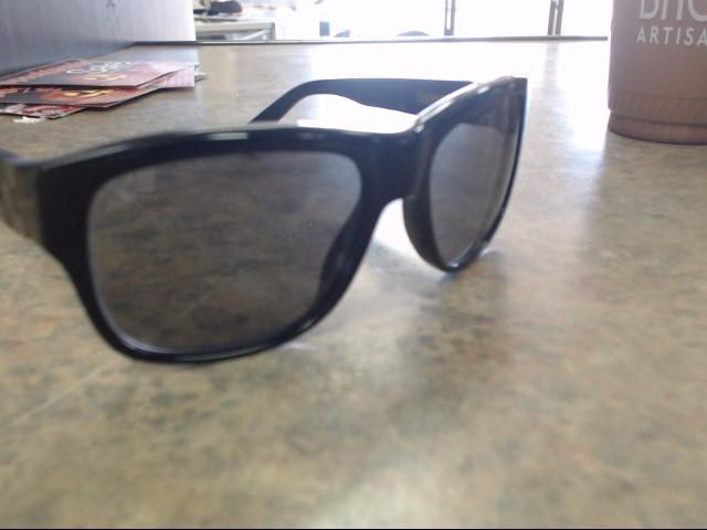 LOUIS VUITTON Sunglasses Z0359W