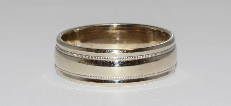 14K Men's White Gold Milgrain Wedding Band Size 13.75
