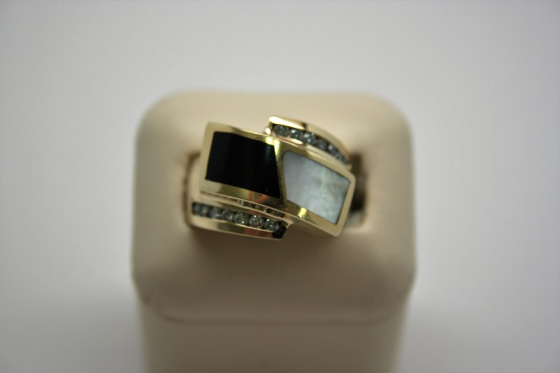 LADY'S DIAMOND & MOTHER OF PEARL/ONYX  RING 14K YELLOW GOLD