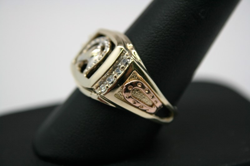 GENT'S HORSE SHOE STYLE RING W/ COLORED STONE 14K YELLOW GOLD