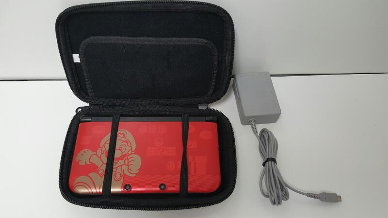 NINTENDO 3DS XL SUPER MARIO EDITION RED W/ CASE