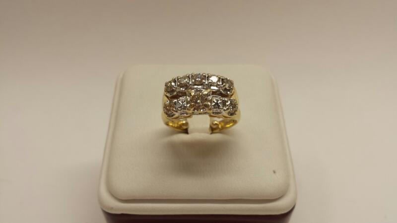 14k Yellow Gold 2 Band Ring with 8 Diamonds at .76ctw - 3.7dwt - Size 4.5