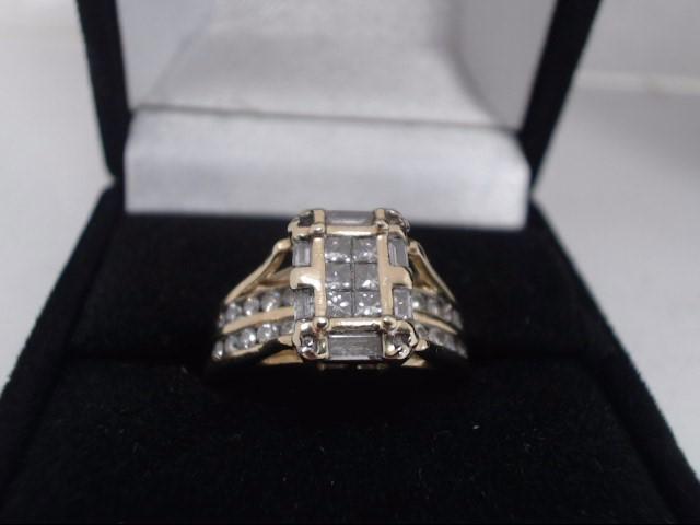 Lady's Diamond Cluster Ring 40 Diamonds .76 Carat T.W. 14K Yellow Gold 6.2g