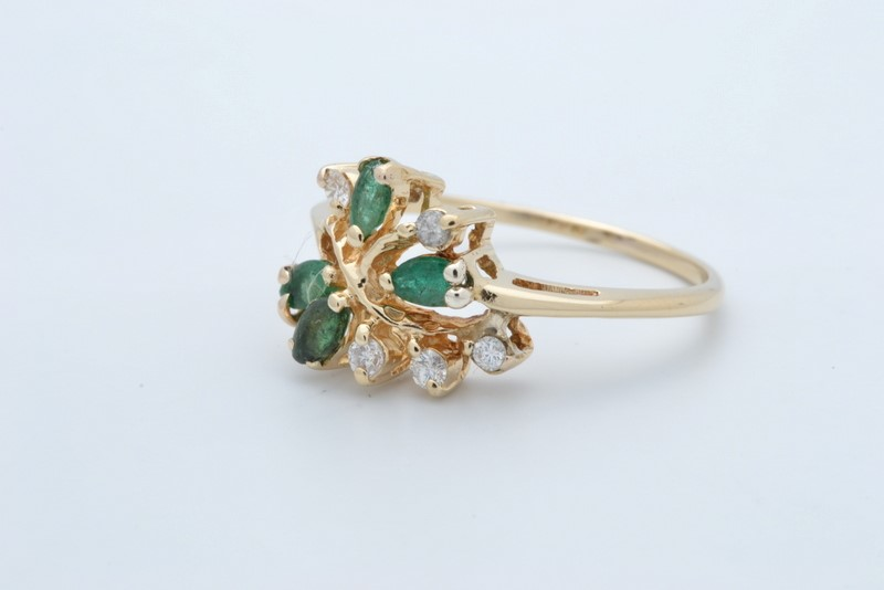 ESTATE DIAMOND EMERALD GREEN RING SOLID 14K GOLD FLORAL SIZE 8.75