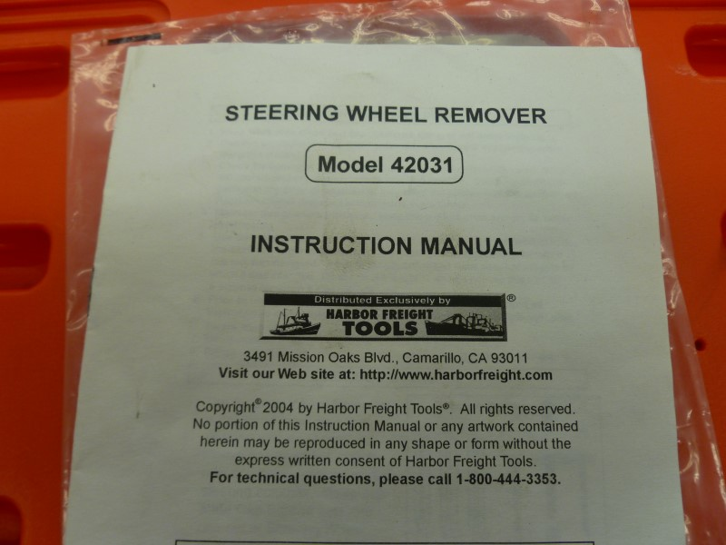 HARBOR FREIGHT 42031 STEERING WHEEL REMOVER WITH MANUAL IN RED CASE **LIKE NEW**