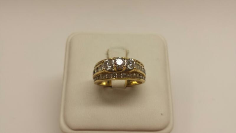 14k Yellow Gold Ring with 49 Diamonds at 1.1ctw - 3.5dwt -Size 7