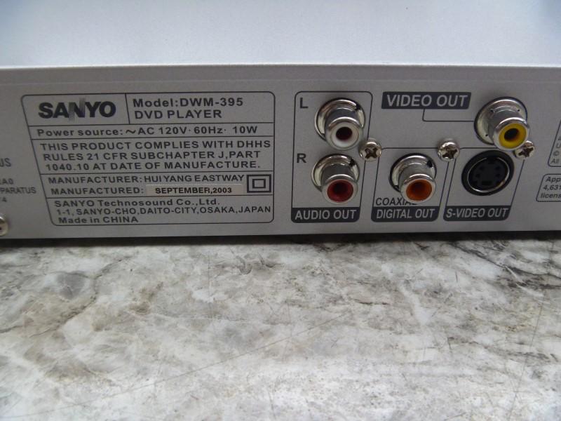 SANYO DWM-395 CINEMA PROGRESSIVE DVD PLAYER WITH REMOTE (NO AV CORDS)