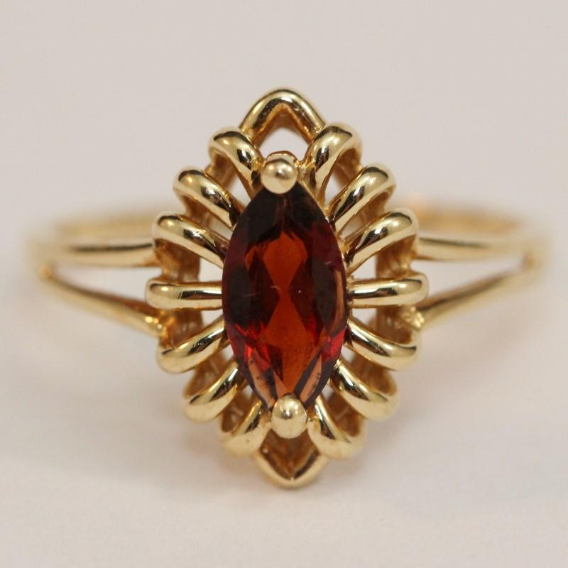 14K Yellow Gold Garnet Ring Size 10
