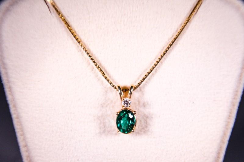"18"" Green Stone Diamond & Stone Necklace .04 CT. 14K Yellow Gold 2.8g"