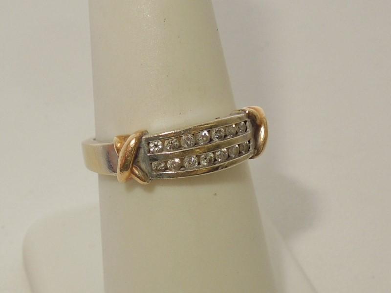Lady's Diamond Wedding Band 14 Diamonds .28 Carat T.W. 10K 2 Tone Gold 3.5g