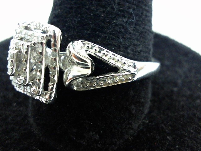 Lady's Gold Ring 10K White Gold 2.5g