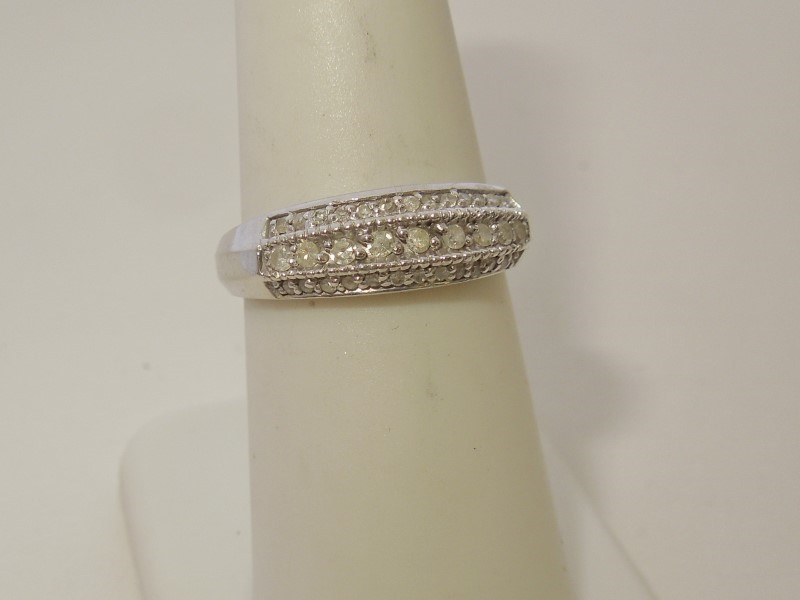 Lady's Diamond Fashion Ring 35 Diamonds .220 Carat T.W. 10K White Gold 2.1g