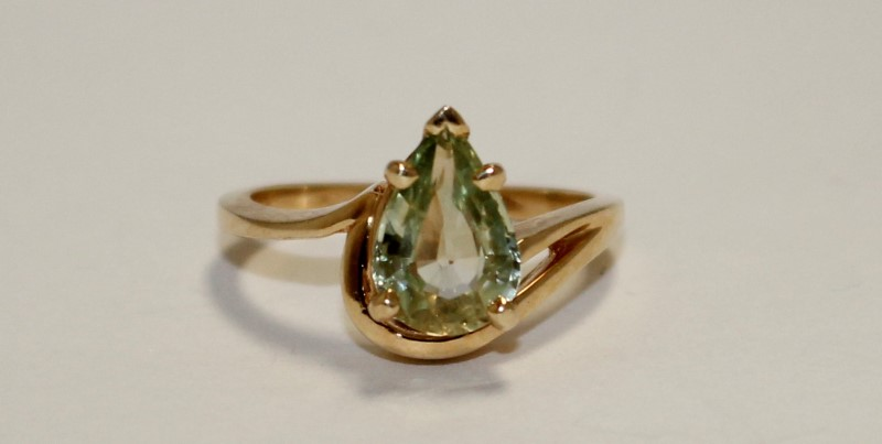 Peridot Lady's Stone Ring 14K Yellow Gold 4g Size:6