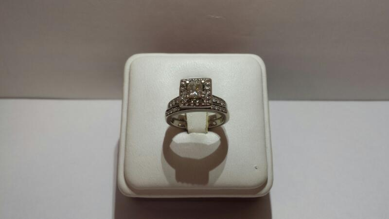 14k White Gold Set with 39 Diamonds at 1.00ctw - 4dwt - Size 5