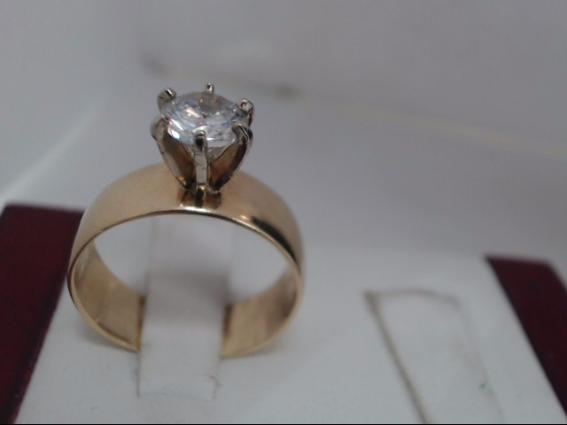 Lady's Gold Ring 14K Yellow Gold 5.1g