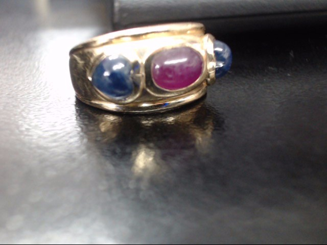 Red Stone Lady's Stone Ring 14K Yellow Gold 2.7dwt Size:6