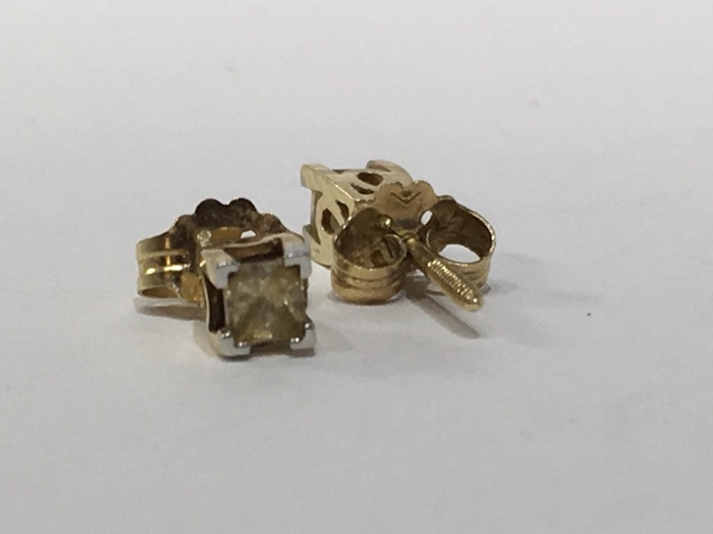 Gold-Diamond Earrings 2 Diamonds .38 Carat T.W. 14K Yellow Gold 0.65g