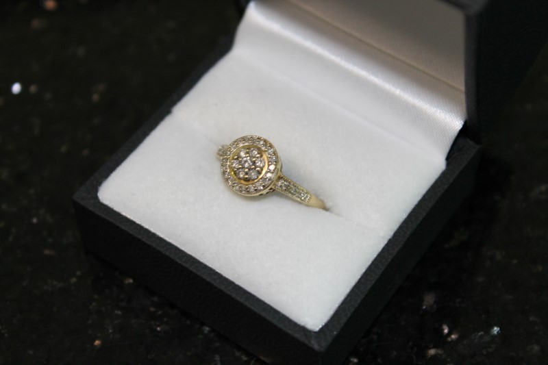 Brilliant Round Cut Diamond Cluster 10K Yellow Gold Ring YG