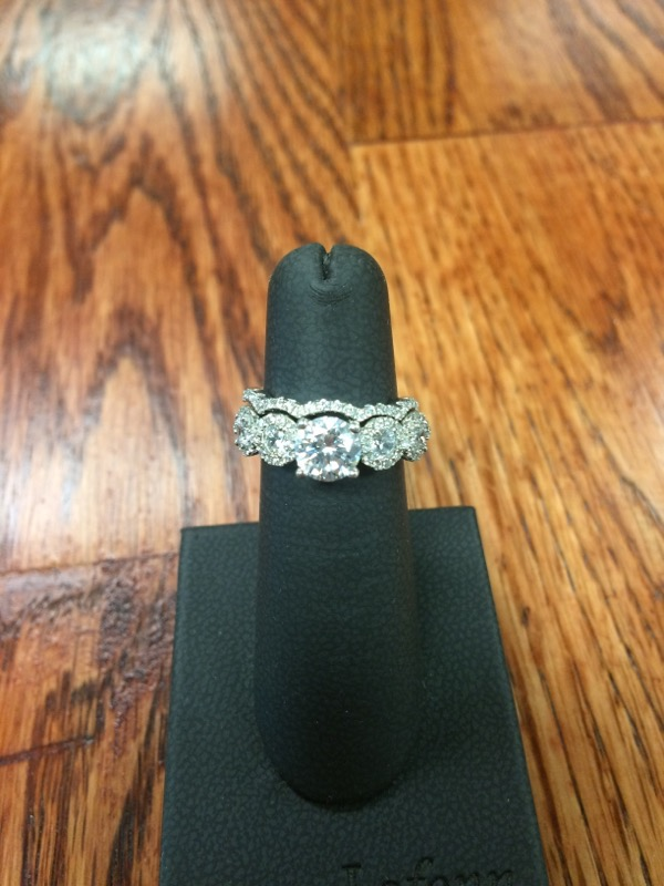 White Stone Lady's Silver & Stone Ring 925 Silver 5.4g