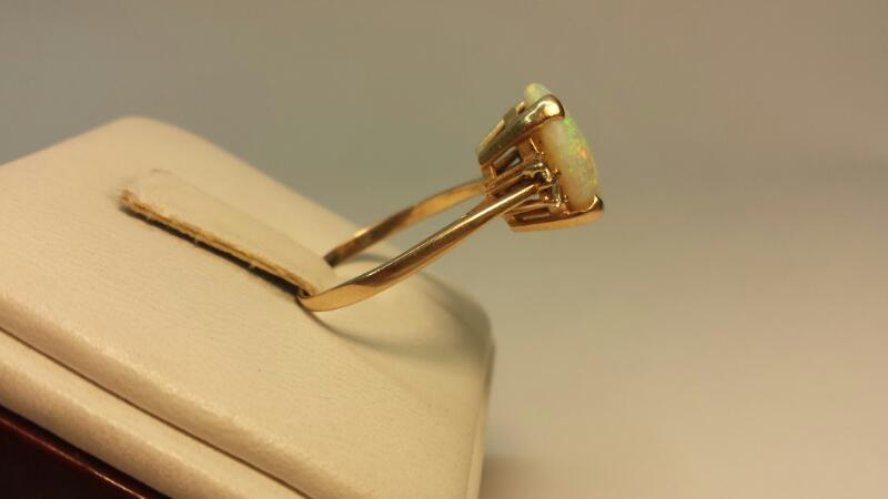 14k Yellow Gold Ring with 4 White Stones and 1 Opal Stone - 2.1dwt - Size 8