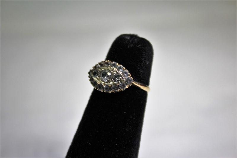 White Stone Lady's Stone Ring 10K Yellow Gold 2.4g Size:5