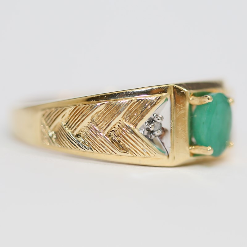 10K Yellow Gold Oval Cut Emerald and Arrow Ring Size 12.75