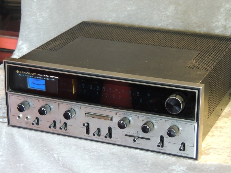 Kenwood Auto Tuning Stereo FM Amp Am Receiver Model KR 7070A