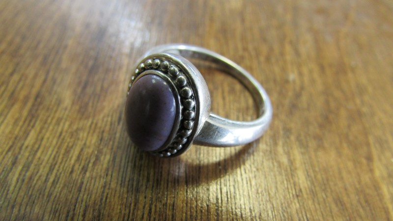 SILVER RING WITH PURPLE STONE SIZE 8