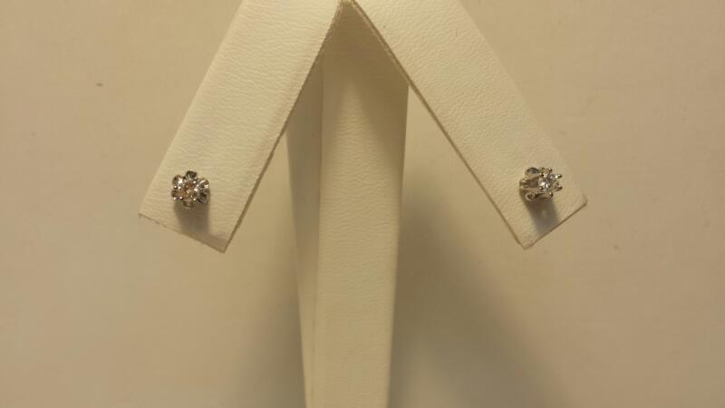 10k Yellow Gold Earrings with 2 Diamonds at .20cwt - .6dwt - Pair