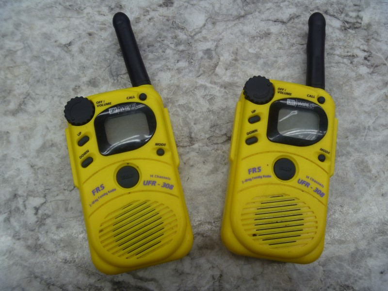 UNWIRED UFR-308 14-CHANNEL FRS TWO-WAY RADIO (PAIR) BATTERY OPERATED