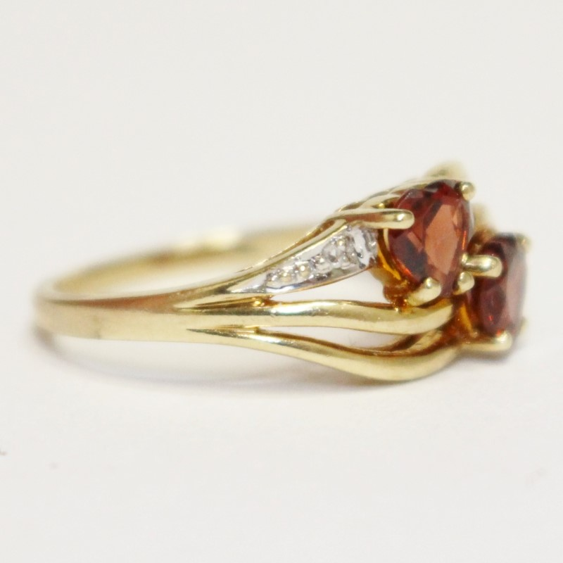 10k Yellow Gold Garnet & Diamond Ring Size 5.75
