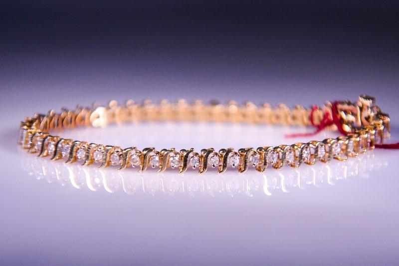 Gold-Diamond Bracelet 50 Diamonds 1.50 Carat T.W. 14K Yellow Gold 9.1g
