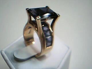 Purple Stone Lady's Stone Ring 14K Yellow Gold 11.5g