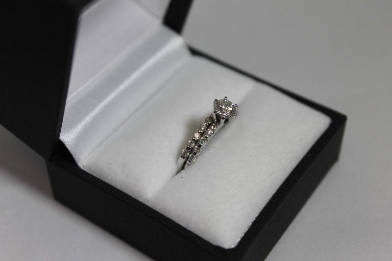 Lady's 14k white gold round diamond wed set