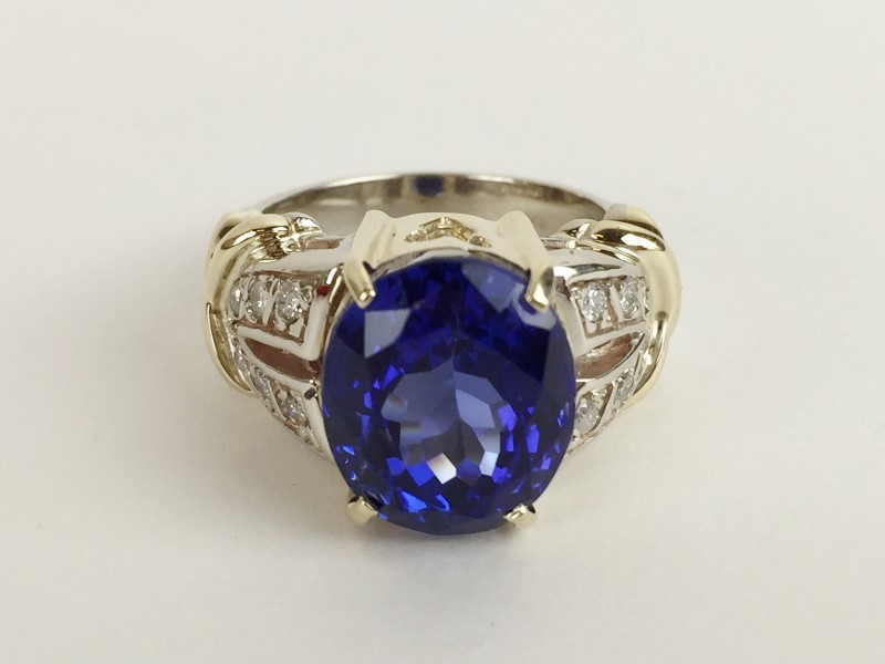 Tanzanite Lady's Stone & Diamond Ring 12 Diamonds .36 Carat T.W.