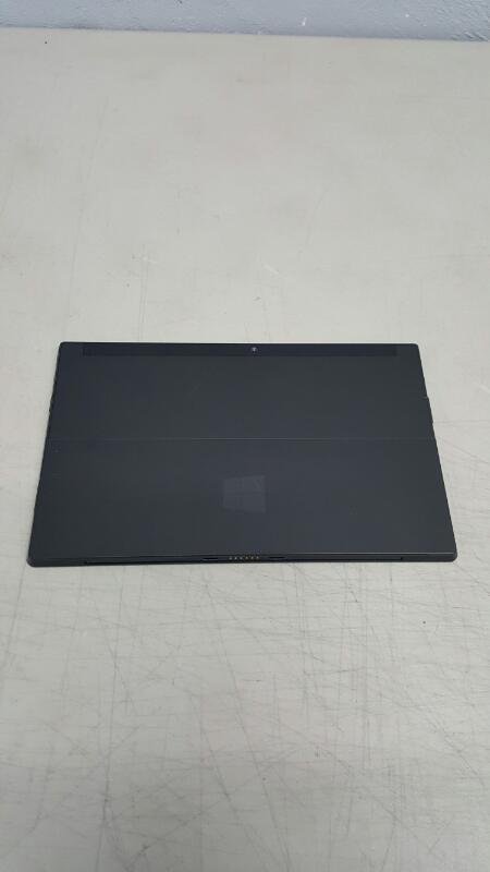 "Microsoft 1516 Surface RT 10.6"" (2GB, 64GB, Tegra 3) WiFi"