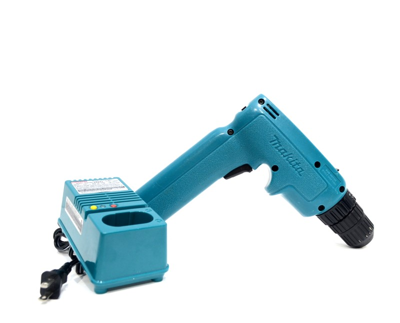 "Makita 6095D 3/8"" Chuck 9.6V Cordless Drill with Battery & Charger>"