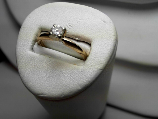 Lady's Diamond Solitaire Ring .22 CT. 14K Yellow Gold 2.1g