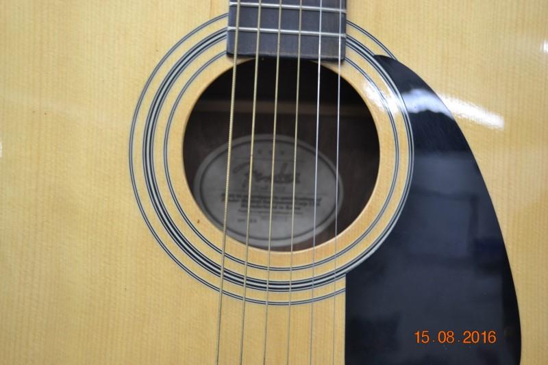 FENDER Acoustic Guitar DG-8