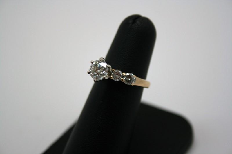 LADY'S ENGAGEMENT DIAMOND RING 14K YELLOW GOLD