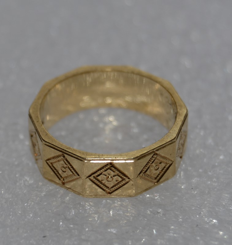 14K Yellow Gold Vintage Inspired Milgrain & Etched Decagonal 10 Sided Ring Band