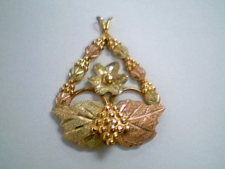 Gold Pendant 10K Yellow Gold 2.6g