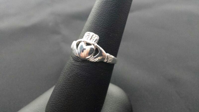 Lady's Claddagh Silver Ring 925
