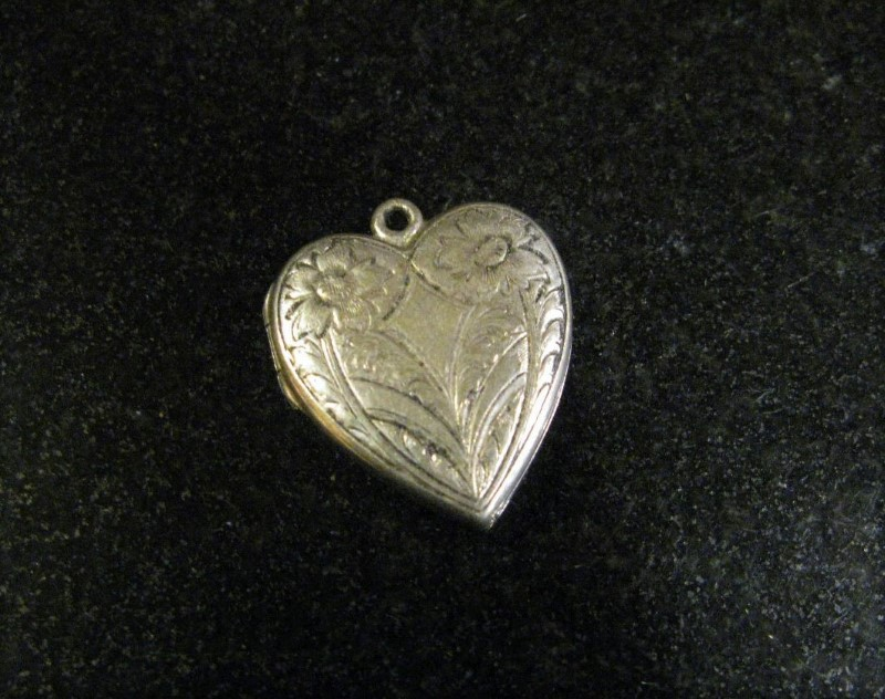 "VINTAGE SILVERPLATE STG JMF J FISHER FLORAL HEART PHOTO LOCKET PENDANT 1"" X 7/8"""
