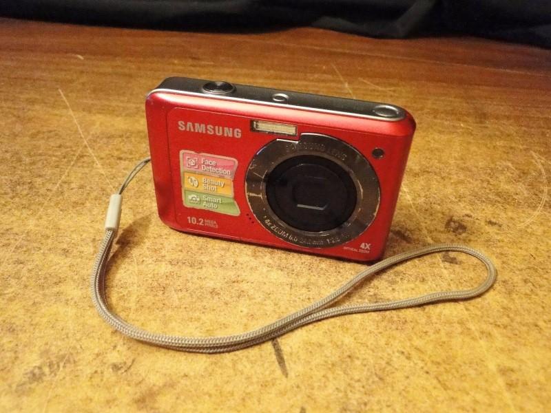 SAMSUNG 10.2MP Digital Camera SL35
